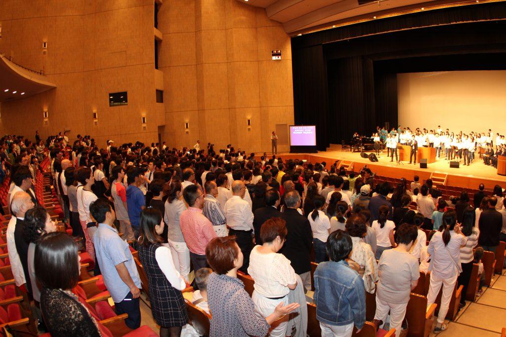 1当日青年部礼拝と中国語礼拝はこの礼拝と合同で捧げられ、日韓中の青年たちの熱い賛美で始まりました。