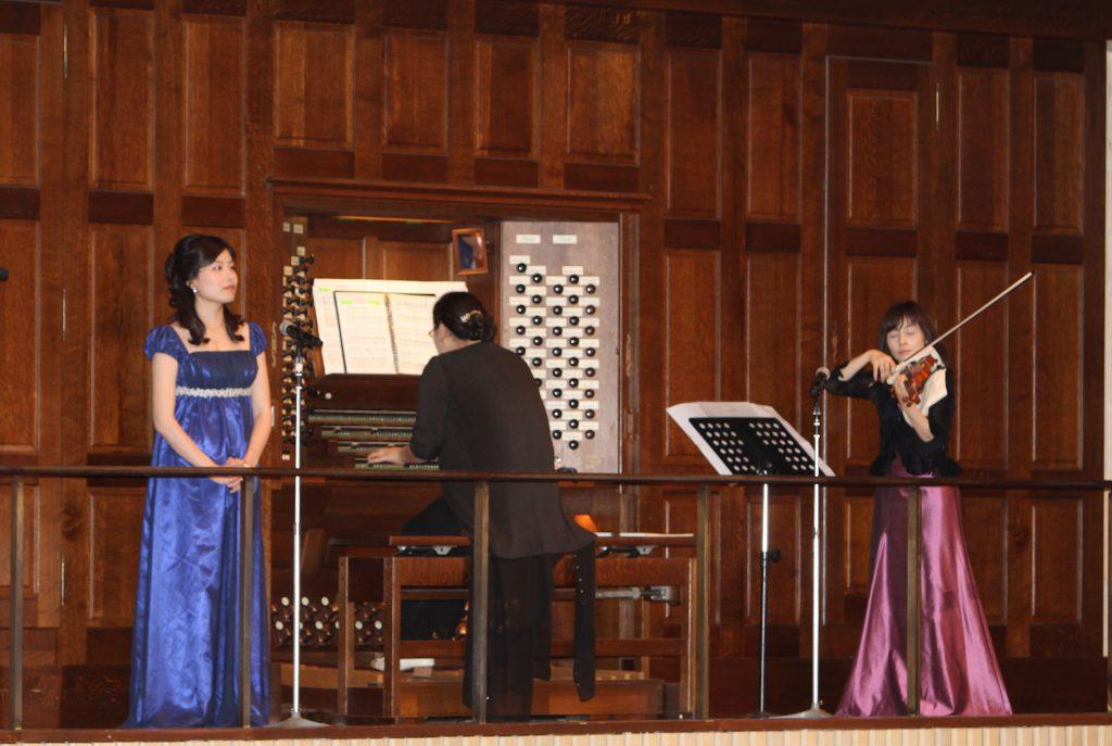 3ソリストの美しい賛美とパイプオルガンとバイオリンの演奏